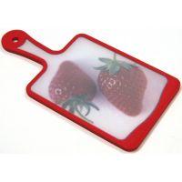 Кухонная доска MICROBAN FLUTTO 35x18 см красная с рисунком «клубника» FP-RS