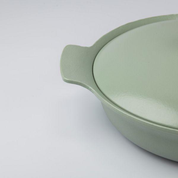 Сотейник BergHOFF Ron чугунный 3,3 л 28 см с двумя ручками цвет зеленый 3900043
