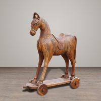Лошадь на колесах A004
