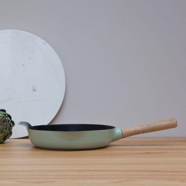 Сковорода BergHOFF Ron чугунная 2,5 л 26 см зеленая 3900046