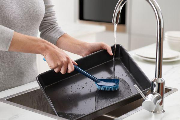 Щетка для мытья посуды CleanTech с запасной насадкой синяя Joseph Joseph 85157